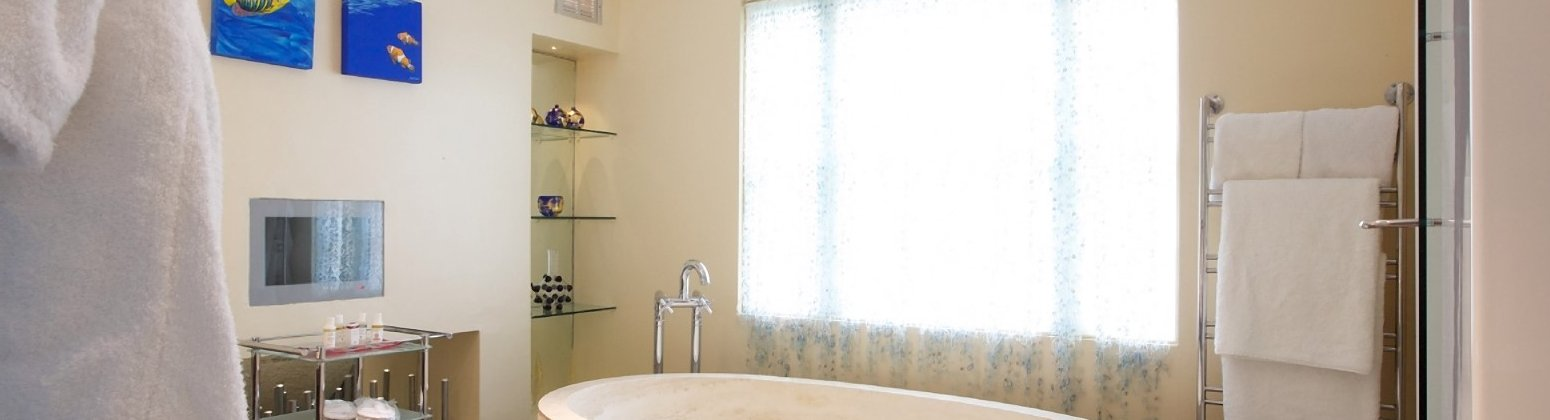 http://www.bespokehotels.com/upload_images/cropped/10882_1401266625_1823910085_CotswoldHouseHotel-Rooms161.jpg